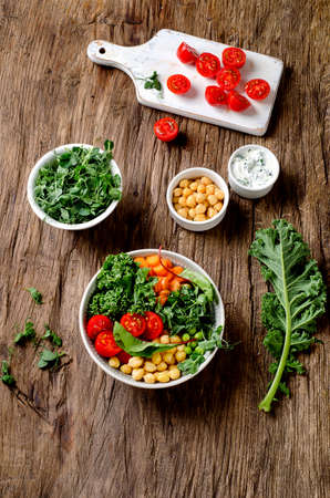garbanzos: Vegetarian Buddha bowl with tomatoes, chickpeas and carrots. Healthy eating and vegetarian food concept