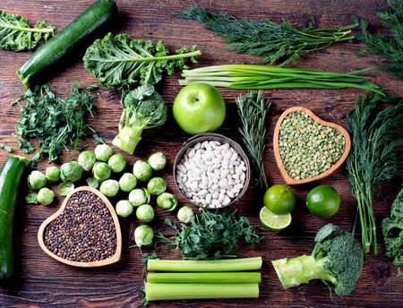 Légumes mélangés, légumineuses pour une cuisine saine. Vue de dessus Nourriture végétalienne et végétarienne. Concept de restauration diététique.