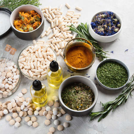 Alternative medicine herbs and homeopathic globules. Homeopathy medicine concept Foto de archivo