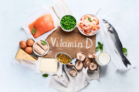 Pokarmy bogate w naturalną witaminę D. Zbilansowana dieta żywieniowa. Koncepcja zdrowego odżywiania. Widok z góry