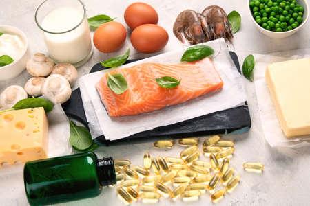 Alimenti e capsule di vitamina D. Per la salute degli occhi, delle ossa e del sistema immunitario, regolazione della pressione sanguigna. Contro il cancro; Prevenire la memoria e il declino del cervello;