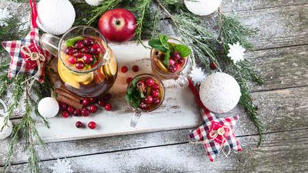 Christmas hot drink on wooden table. 版權商用圖片