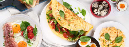 Tradidional egg dishes for breakfast. Essential Ways to Cook an Egg. Top view, flat lay. Panorama, banner Banco de Imagens