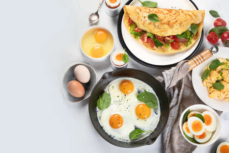 Cooked egg dishes for breakfast. Tradidional Ways to Cook an Egg. Top view with copy space Banco de Imagens