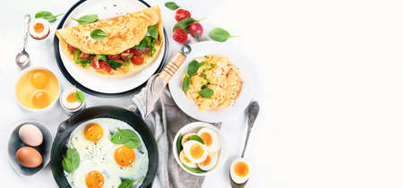 Cooked egg dishes for breakfast. Tradidional Ways to Cook an Egg. Panorama, banner with copy space. Top view, flat lay Banco de Imagens