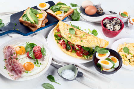 Tradidional egg dishes for breakfast. Essential Ways to Cook an Egg.  Banco de Imagens