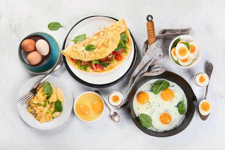 Cooked egg dishes for breakfast. Tradidional Ways to Cook an Egg.  Banco de Imagens