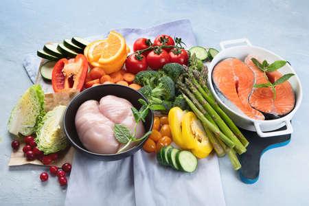 Niskoglikemiczna zdrowa żywność do diety cukrzycowej. Jedzenie z pokarmami bogatymi w witaminy, minerały, przeciwutleniacze, inteligentne węglowodany. Zdjęcie Seryjne