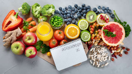 Foods high in vitamin C. Food rich in antioxidant, fiber, carbohydrates. Boost immune system and brain; balances cholesterol; promotes healthy heart. Top view, copy space, with chalkboard, with empty notebook 版權商用圖片