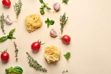 Colorful minimalist Italian food pattern. Top view, flat lay, copy space 版權商用圖片