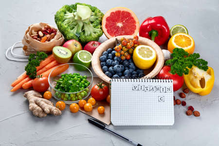 Foods high in vitamin C. Food rich in antioxidant, fiber, carbohydrates. Boost immune system and brain; balances cholesterol; promotes healthy heart. Top view, copy space, with notebook 版權商用圖片