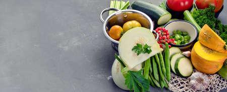 Summer vegetables with herbs. Healthy food clean eating. Panorama, banner 版權商用圖片