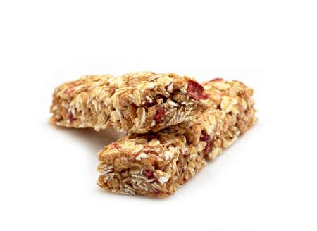 barra de cereal: Granola bar en el fondo blanco