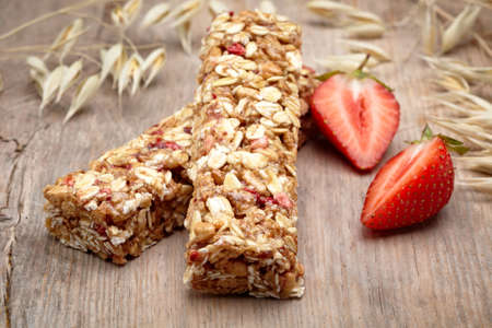 fruit bars: Granola bar and strawberries