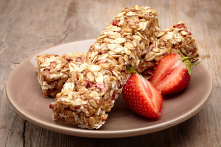 snack bar: Granola bar and strawberries