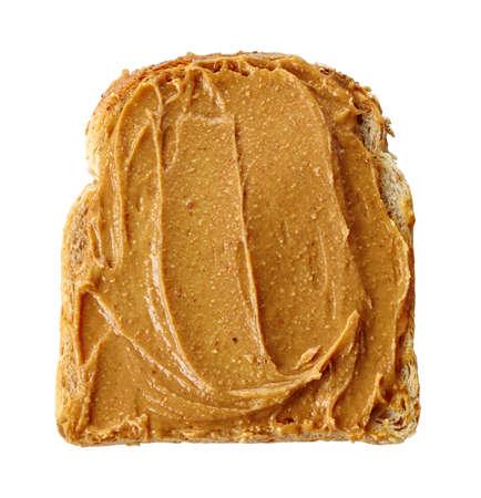 Tranche de pain avec du beurre d'arachide isolé sur fond blanc