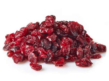 Gedroogde cranberries op witte achtergrond