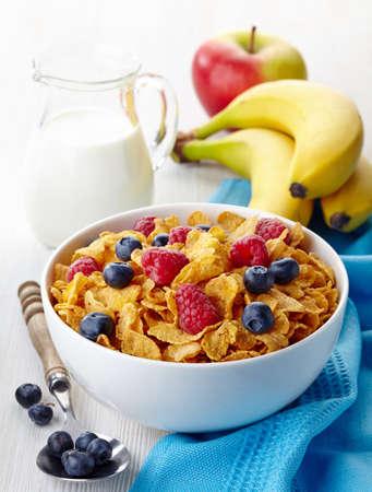 corn flakes: Bowl of corn flakes and fresh berries, jug of milk and fresh fruits