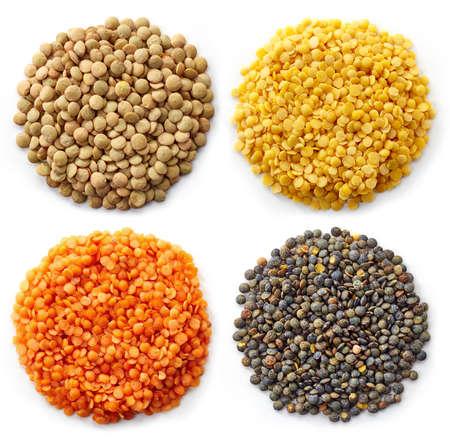 白い背景で隔離のレンズ豆 (トルコのレンズ豆、緑レンズ豆、カナダ レンズ豆、インドのレンズ豆) の様々 なタイプ 写真素材
