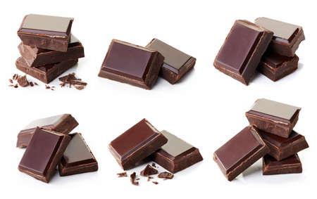 Verzameling van verschillende donkere chocolade stukken geïsoleerd op een witte achtergrond Stockfoto