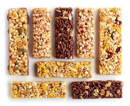 avena: Varias barras de granola aisladas sobre fondo blanco Foto de archivo