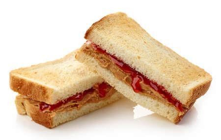 mantequilla: Peanut s�ndwich de mantequilla y de la jalea de fresa aislado en el fondo blanco