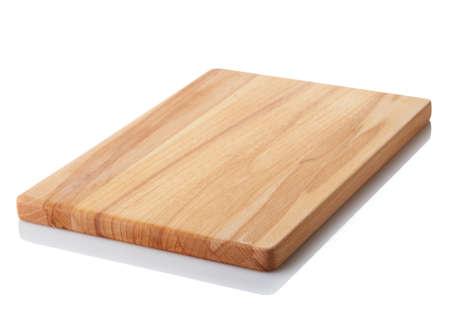 Tabla de cortar de madera de Brown aislada en el fondo blanco. Trazado de recorte