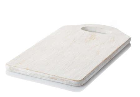 tablero: Blanco tabla de cortar de madera, aislado en el fondo blanco. trazado de recorte