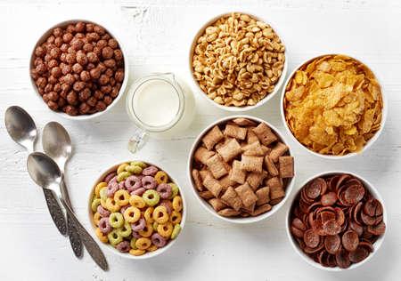 bucle: Cuencos de cereales y leche de Vaus vista superior