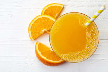 Glass of fresh orange juice from top view 스톡 콘텐츠