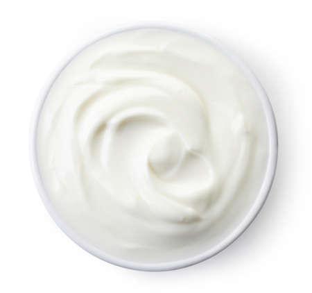 Bol de yogourt grec isolé sur fond blanc de la vue de dessus Banque d'images