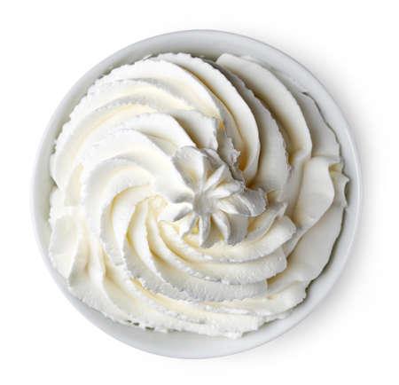 Bol de crème fouettée isolé sur fond blanc en vue de dessus Banque d'images - 66010789