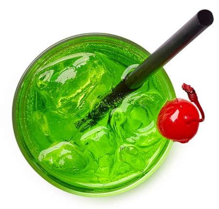 녹색 칵테일 상위 뷰에서 흰색 배경에 고립의 유리
