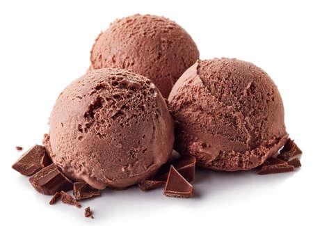 白の背景に分離された3つの茶色のチョコレートアイスクリームボール 写真素材
