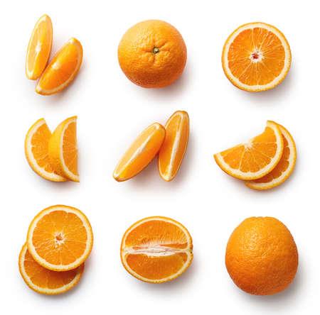 신선한 전체 및 잘라 내기 오렌지와 조각 흰색 배경에 고립의 집합입니다. 위에서 본 모습 스톡 콘텐츠
