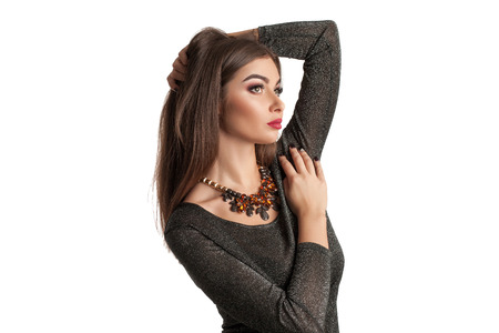 moda mujer de belleza en el estudio blanco