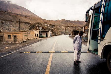 Sost, Pakistan - 3 juli, 2009: zicht op de prachtige bergen langs de Karakoram Highway in West-China en Noord-Pakistan