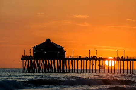 Silhouette of the pier at Huntington Beach in California Reklamní fotografie