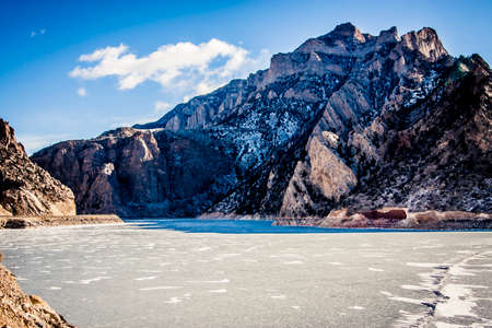 Frozen reservoir with thick ice in Wyoming, USA Banco de Imagens