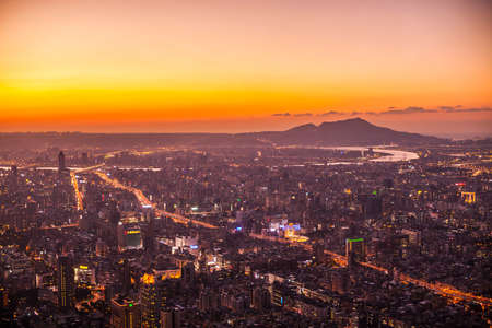 Taipei, Taiwan - 3 October, 2012: Cityscape of Taipei from a high vantage point Reklamní fotografie - 77477647