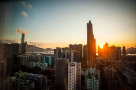 Hong Kong, China - 23 September, 2015: Skyline of the city at sunset, overlooking districts in southern Kowloon Foto de archivo