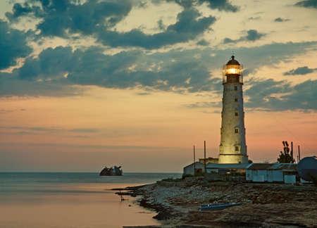 海海岸、タルハンクト、クリミア自治共和国、ウクライナの古い灯台