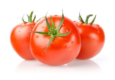 Tomates con gotas aisladas sobre fondo blanco