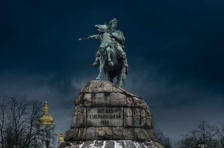 Monumento de Bogdan Khmelnitsky y Monasterio Mijailovski