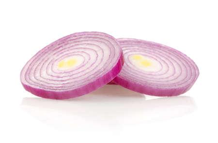 Red Onion Rings aisladas sobre fondo blanco