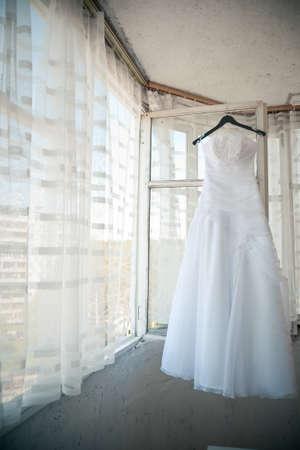 honeymooners: wedding dress