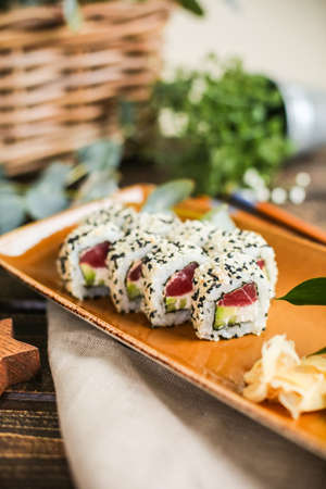 sushi with salmon and avocado. Sushi roll with salmon and tempura shrimp Imagens - 137048041