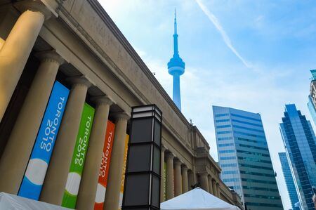 building cn tower: The outside of Union Station in Toronto during the day.