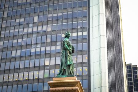 queen victoria: Queen Victoria statue Square Victoria Montreal, Quebec, Canada