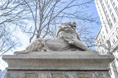 Montréal, Canada - le 27 Mars, 2016: Lion de Belfort, un attribut à la reine Victoria, Dominion Square, le centre-ville, Montréal, Canada. Banque d'images - 58096552